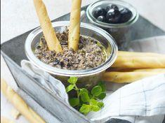 Avec les lectrices reporter de Femme Actuelle, découvrez les recettes de cuisine des internautes : Tapenade d'olives noires au chèvre