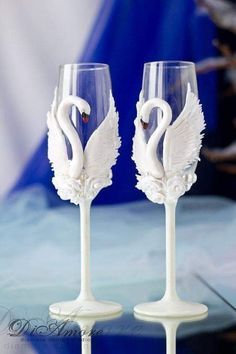 White Swans champagne flutes / Fashion wedding champagne glasses / white wedding bride and groom champagne pcs/ Wedding Wine Glasses, Wedding Champagne Flutes, Champagne Glasses, Decorated Wine Glasses, Painted Wine Glasses, Nice Glasses, Shot Glasses, Wine Glass Crafts, Bottle Art