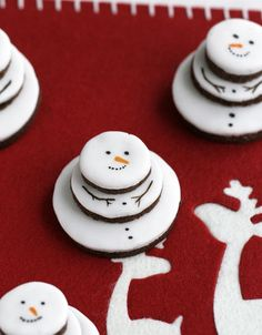 DIY idea: stacked gingerbread snowmen (do this without the nasty gingerbread though - sugar cookies maybe?)