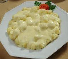 Aprenda como preparar um delicioso molho quatro queijos para massa.