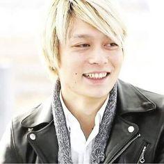 とるげ兄さん笑顔がめっちゃ良いですね 笑うと若干幼く見える #oneokrock#toru#笑顔#可愛い