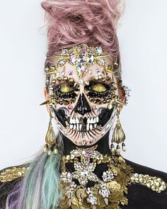 Golden Punk Skull  Front angle of this Xtreme Skulltress Skullatron look. Stay tuned for the vid tomorrow. Thanks for the love❤️ you beautiful creatures of the Universe. (Hair colour adapted by the Hair Color App, Details sharpened using Facetune2) Products used: @wonderlandmakeup '24k Gold' Loose Eyeshadow 'Matt Black' #amazingmakeupart #patmcgrath #shineshack #wonderland #facetune #dupemag #skulltress #skullart #artoftheday  #muashoutouts #faceart #facepainting #bbloger #makeupoftheda...