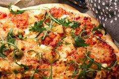 Täydellinen pizzapohja   Jannen Keittiössä - Ruokablogi Vegetable Pizza, Feta, Vegetables, Vegetable Recipes, Veggies