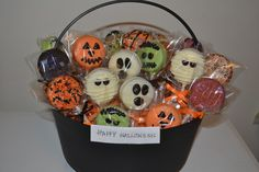 Used this pic for inspiration also, and my pops came out adorable! Love this idea in the basket, but unfortunately didn't have time to do it. Maybe next year :-) Halloween Oreos, Easy Halloween Food, Halloween Chocolate, Halloween Desserts, Halloween Cupcakes, Halloween Birthday, Halloween Gifts, Halloween Gift Baskets, Halloween Care Packages