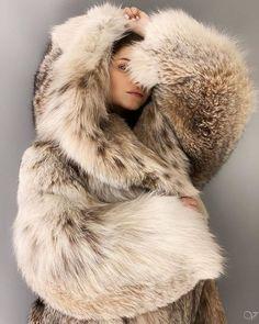Fox Fur Coat, Fur Coats, Fur Fashion, Girls 4, Fur Jacket, Hoods, Faux Fur, Instagram Posts, Sexy Women