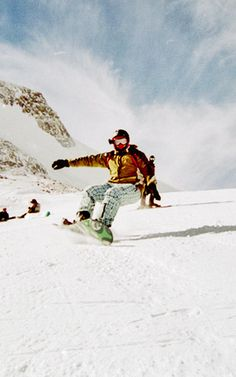 4 LESSONS IN BUILDING A BRAND LESSONS ON HOW TO BUILD A SUCCESSFUL BRAND FROM POPULAR SNOWBOARDING COMPANY NEFF HEADWEAR.