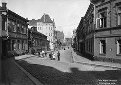 Iso-Roobertinkadun ja Kivenhakkaajankadun kulma, vas. nro 43, 41 ja Albertinkatu, Helsinki 1908 Signe Brander