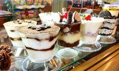 Qual sobremesa escolher? Tiramissù, beijo gelado, merengue ou sobremesa de negresco. #confeitariapolos #goiania  (em Polos Pães e Doces)