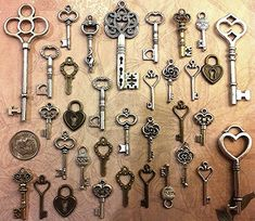 62 New Skeleton Keys Bulk Beads Necklace Charms Wedding Escort Tags Crafts Gift Jewelry Supply Lot Antique Type Necklace Pendant Steampunk Antique Keys, Vintage Keys, Antique Silver, Skeleton Key Crafts, Skeleton Keys, Old Key Crafts, Skeleton Key Jewelry, Old Keys, Wedding Place Settings