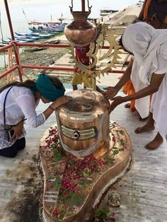 What will happen to a Hindu girl is worshiping her grandmother on the bank of a river Kali Shiva, Lord Krishna, Durga Maa, Hanuman, Lord Shiva Statue, Rudra Shiva, Shiva Shankar, Shiva Linga, Lord Murugan