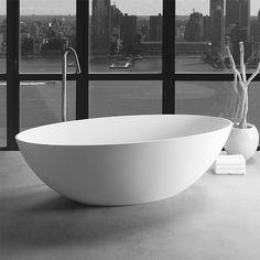 Vrijstaand designbad London by Dado - Jee-O Solid Surface, Cuisine Elite, London Bath, Stone Bath, Condor, Bath Mixer, Bathroom Bath, Master Bathrooms, Industrial