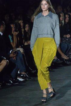 Que pantalon..Garza Lobos Parachute Pants, Style, Fashion, Wolves, Pants, Swag, Moda, Fashion Styles, Fashion Illustrations