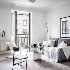 Love this living room styled by @greydeco.se  @fotografanders for @stadshem via @sarah_cocolapine