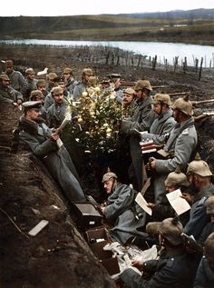 15 Vivid Colorized Photos That Bring the Vintage Cheer of Holidays Past to Life