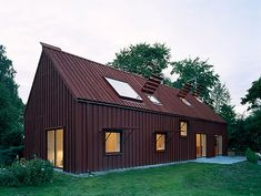 Image 6 of 17 from gallery of House Karlsson / Tham & Videgård Arkitekter. Photograph by Åke E:son Lindman Modern Architecture House, Sustainable Architecture, Roof Design, House Design, Wall Design, Red Houses, Modern Barn House, Wooden Cottage, Weekend House