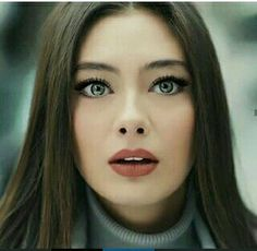 Neslihan Atagüls Stil, Haare und Make-up Freckles Makeup, Hair Makeup, Beautiful Girl Image, Beautiful Eyes, Prettiest Actresses, Hottest Female Celebrities, Celebs, Hair Reference, Turkish Beauty