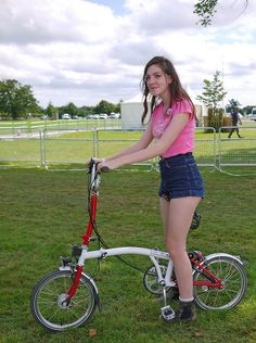 Shutt at Bike Blenheim Palace -Millie tries out a Brompton, via Flickr.