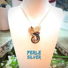 Modern tarzıyla tasarım kolyemiz 925 ayar gümüş üzerine Rose altın kaplama Kargo ücretsiz Whatsapp 905436274378 Satın almak isterseniz whatsapp yada direk mesajdan dükkanımızla iletişime geçebilir www.perlesilver.com adresinden direk satın alabilirsiniz. You can write our store from whatsapp or dm if you would like to buy www.perlesilver.com for direct sale. #perlesilver #gümüş #kolye #gümüştakı #gümüşkolye  #925ayar #925carat #takı #silver #neclace #silverjewelry #silvernecklace #jewelry…