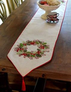 Winterberry Wreath Table Runner from Victorian Trading Co. Christmas Table Cloth, Christmas Tablescapes, Christmas Decorations, Learn Embroidery, Embroidery Patterns, Machine Embroidery, Victorian Trading Company, Linen Bedding, Bed Linen