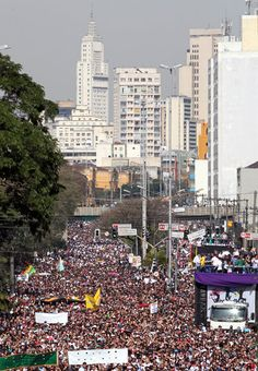 "600,000 Brazilian Evangelicals Participate in 'March for Jesus' Event Ahead of FIFA World Cup - ""We're here to represent our faith and show the strength of the evangelical population, which continues to grown."" According to police, the hundreds of thousands of Christians that participated in this year;s ""March for Jesus"" are just a small part of the nation's burgeoning evangelical population. Number of Pentecostals in South American nation rose from 26 million to 42 million."