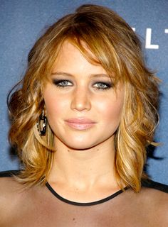 Best Jennifer Lawrence Haircut 2013 - Stuck in a style rut? Here you'll find hairstyle about Jennifer Lawrence. It's not hard to see why we look to Thin Wavy Hair, Medium Length Hair With Layers, Bangs With Medium Hair, Haircut For Thick Hair, Medium Hair Cuts, Long Hair Cuts, Medium Hair Styles, Curly Hair Styles, Medium Blonde