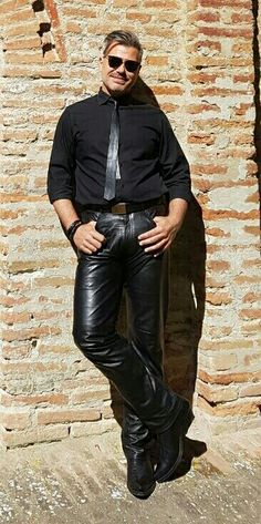 Max Gnani in leather pants Denim Fashion, Leather Fashion, Mens Leather Pants, Men's Leather, Hommes Sexy, Pretty Men, Suit And Tie, Good Looking Men, Black Men