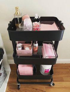Home Beauty Salon, Home Nail Salon, Hair Salon Interior, Beauty Salon Decor, Salon Interior Design, Beauty Studio, Makeup Studio Decor, Paz Interior, Spa Room Decor
