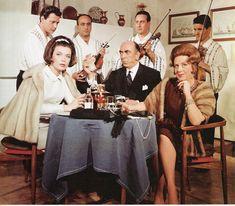 Ο ρόλος της Πάστα Φλώρα είχε προταθεί αρχικά στην Ρένα Βλαχοπούλου και οχι στην Μαίρη Αρώνη Old Movies, Famous People, Greece, Cinema, Actors, Female, Retro, Celebrities, Classic