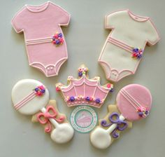 A pretty pretty princess is being born. Sweet cookie set is fit for the new princess in your life. This sweet set is perfect for that baby. Sweet Cookies, Iced Cookies, Fun Cookies, Sugar Cookies, Decorated Cookies, Baby Girl Cookies, Baby Shower Cookies, Crown Cookies, Afternoon Tea Cakes