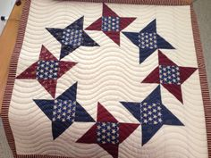 Simple curvy lines for this patriotic stars mini. It's a Thimbleblossoms pattern...can't recall name at moment. www.quilthollow.com