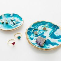 You can make an eye-catching jewelry tray with this marbled clay DIY kit.