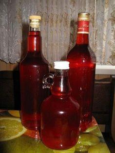 По легенде гранатовая наливка была традиционным спиртным напитком советских генсеков и за характерный рубиновый цвет получила название «Кремлевские звезды». Самые лучшие гранаты доставляли на правительственную кухню прямым рейсом из Азербайджана.