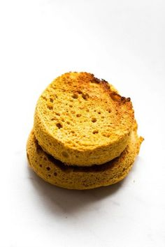 2 Minute Flourless Pumpkin English Muffin (Paleo, Vegan, Gluten Free)- Easy two minute English muffin recipe made with just four ingredients! English Muffin Recipes, English Muffins, Pumpkin Scones, Cinnamon Oatmeal, Vegan Gluten Free, Paleo Vegan, Pumpkin Recipes, Food Hacks