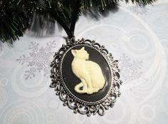 Cat Cameo Christmas Ornament, http://www.artfire.com/ext/shop/product_view/5491865