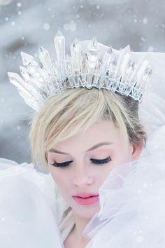 Ice queen crown - SO cool for a winter wedding Snow Queen, Ice Queen, Costume Halloween, Head Crown, Ice Crown, Acrylic Gems, Ice Princess, Winter Princess, Queen Elsa