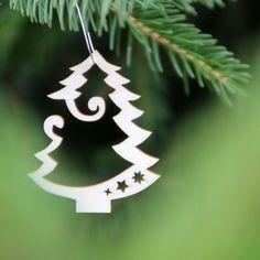Stromeček+(6+cm)+Dřevěná+ozdoba+STROMEČEK.+Výška+ozdoby+cca+6+cm.+Ozdobte+si+vánoční+stromeček,+větvičku,+záclonku+(velmi+lehká)+nebo+využijte+na+vaše+tvoření.+Materiál:+topolová+3mm+překližka.