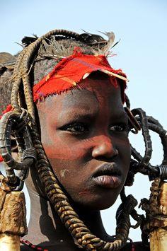 Africa | Portrait of a Mursi boy. Omo Valley, Ethiopia | © Gianni Scaramuzzino. Beauty Around The World, All Over The World, Our World, People Around The World, African Diaspora, African Tribes, African Women, African Children, Tribu Mursi