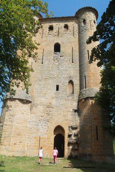 La Torre permanece intacta.