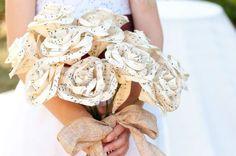 Un joli bouquet réalisé en papier ! avec des partitions de musique, très original ! Un bouquet éternel #Wedding #Bouquet #Musique