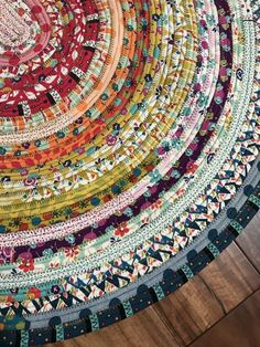 jellyroll quilts Learn tips and tricks to make a beautiful and colorful jelly roll rug. All you need is some precut batting and a jelly roll of fabric! Fabric Rug, Fabric Scraps, Fabric Dolls, Sewing Hacks, Sewing Crafts, Sewing Tips, Sewing Tutorials, Quilting Tutorials, Sewing Patterns Free