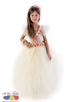 Rochita eleganta copii Anastasia poate fi raspunsul perfect la cautarile dvs: rochie eleganta copii , rochite copii de lux, costum domnisoara de onoare, rochie flori serbare, rochii nunta copii, rochie flower girl, rochie serbare zana, rochita printesa flori, rochii ocazii copii. Girls Dresses, Flower Girl Dresses, Anastasia, Costume, Wedding Dresses, Fashion, Tulle, Hipster Stuff, Bride Dresses
