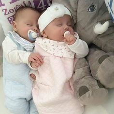 baby,family,kids,mimikids discovered by Cute Baby Twins, Twin Baby Girls, Boy Girl Twins, Twin Babies, Reborn Babies, Twin Baby Clothes, Baby Kind, Baby Love, Newborn Twins