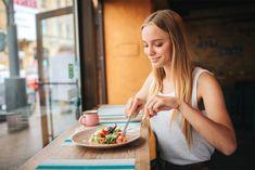 Χρήσιμες πληροφορίες για τα τρόφιμα Snacks For Work, Healthy Work Snacks, Healthy Eating, Healthy Carbs, Diet Snacks, Bad Carbohydrates, Low Carbohydrate Diet, Diet And Nutrition, Health Diet
