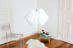 Die geometrische Lampen Serie L16 setzt einen Designakzent und sorgt für eine einmalige Lichtstimmungen zum Wohnen und Wohlfühlen. Je nach Farbkombination erzeugt diese Lampe eine einzigartige Stimmung im Raum   Designer Leuchte, Acrylglas Leuchte, farbige Leuchte, moderne Wohnzimmerleuchte, helle Esstischleuchte, puristische Leuchte, Lampe, 2017 Sale