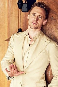 Tom Hiddleston Photographed By In Tom Hiddleston Loki, Tom Hiddleston Imagines, Thomas William Hiddleston, Night Manager, Behind Blue Eyes, Tommy Boy, Man Thing Marvel, Marvel Actors, Loki Laufeyson