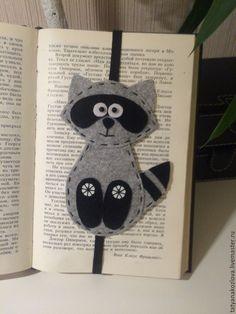 Купить Закладка для книг из фетра Енот 3 - чёрно-белый, подарок на любой случай