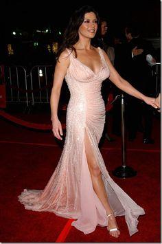 Catherine Zeta-Jones in a pink Versace gown. Catherine Zeta Jones, Swansea, Salma Hayek Pictures, Jeans For Short Women, Hollywood Glamour, Beautiful Celebrities, Chic, Pink Dress, Ball Gowns