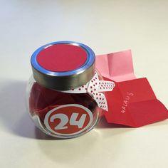Joulukalenteri pienestä purkista. lasten | askartelu | joulu | käsityöt | koti | joulukalenteri | kierrätys | DIY ideas | kid crafts | christmas | home | calendar | recycling | recycled materials | Pikku Kakkonen