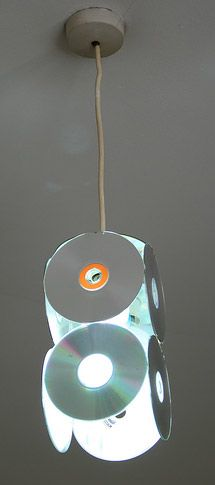 Easy Old CD Projects Ideas DIY For Home Decoration. DIY old cd crafts ideas tutorial with steps of making cd clock, cd lamps and candle stand Dremel Tool Projects, Crafty Projects, Cd Decor, Home Decor, Old Cd Crafts, Cd Project, Project Ideas, Recycled Cds, Record Crafts
