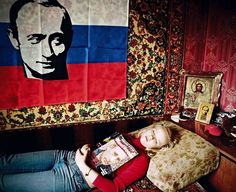 They stick Vladimir Putin posters on their bedroom walls, proudly wear T-shirts with his face on and pore over his TV appearances. Photographer Bela Doka ventured to Moscow's suburbs to meet the VV Putin appreciation society Best Portrait Photography, Best Portraits, Creative Photography, Blog Art, Aesthetic People, City Aesthetic, Vladimir Putin, Photo Story, Contemporary Photography